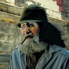 Portrait (COLINA PACO) Tags: portrait retrato ritratto franciscocolina fotomanipulación fotomontaje photoshop photomanipulation man homme hombre viejo oldman hat sombrero