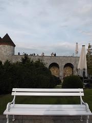 Ljubljanski Grad I (marco_albcs) Tags: ljubljana lj slovenia slovenija citycenter castle grad bench wall people horizon