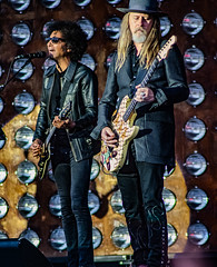 William DuVall & Jerry Cantrell of Alice in Chains @Gröna Lund, Stockholm (hakandincer1) Tags: live music rock grunge alice chains aliceinchains stockholm gröna lund performance stage lights motion musician