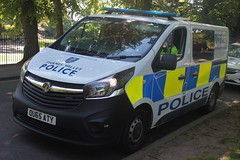 OU65 ATY (JKEmergencyPics) Tags: ou65 aty ou65aty thames valley police tvp vauxhall vivaro neighbourhood policing support unit carrier cell cage station incident response van 999 emergency windsor royal wedding harry meghan
