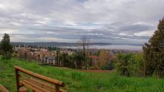 Point de vue sur Varèse et son lac (sous la brume) (Livith Muse) Tags: banc lac ciel nuage ville brume panorama varese lombardia italie ita