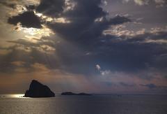 Cloudy Morning (hapulcu) Tags: aeolianislands isoleeolie isulieoli aeolian italia italie italien italy mediterranean messina panarea sicile sicilia sicily sizilien stromboli primavera printemps spring αιολίδεσνήσοι