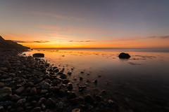 Stein-Strand (rahe.johannes) Tags: strand stohl schleswigholstein schwedeneck langzeitbelichtung sonnenuntergang ostsee wolken graufilter