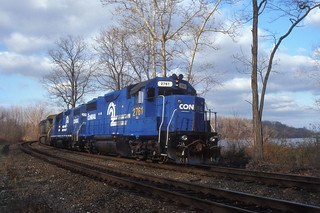 CSX GP40-2 2761 and GP40 2743 (ex-CR) and AC60CW 602 south bound at MP53 in Cornwall NY, Dec 4. 1999