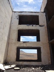 Skeletal Megalomania * (Sterneck) Tags: lanzarote atlante del sol hotel de los charcones rubicón ruine golf anlage ressort nirgendwo zerfall grösenwahns scheitern beton skelette surrealismus bauruine wüste raum freiraum gestaltung dystopia apokalypse abandoned lost places skeletal megalomania ruin nowhere decay greed profit failure apocalyptica investment department disintegration fail concrete skeletons surrealism desert room free space layout apocalypse ruina inversión departamento en ninguna parte desintegración megalomanía fracaso concreto esqueletos surrealismo desierto espacio holgura disposición distopía apocalipsis inside