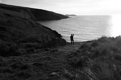 Y Mwnt, Ceredigion (Rhisiart Hincks) Tags: wales cymru ue eu europe ewrop silhouette silwét cysgodlun ledskeud sgàilriochd sgàildhealbh scáthchruth zilueta ceredigion môr sea coast arfordir arvor ymwnt siraberteifi landlandscape tirlun maezioù paisaje tírdhreach paisaia cruthtìre ynysaberteifi cardiganisland blancinegre duagwyn gwennhadu dubhagusgeal dubhagusbán blackandwhite bw zuribeltz blancetnoir blackwhite monochrome unlliw blancoynegro zwartwit sortoghvid μαύροκαιάσπρο feketeésfehér juodairbalta