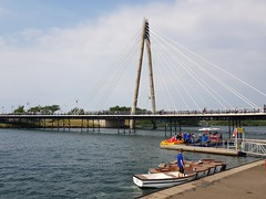 Southport, Royaume Uni (Shaun Smith-Milne) Tags: balnéaire stationbalnéaire quai bateaux bateau pontroutier route concret jetée pontsuspendu pont estivale été tourisme touriste loisirs vacances lacartificiel lac loisir eau royaumeuni grandebretagne angleterre boating quay boats boat rowingboats resort seasideresort seaside victorian roadbridge road concrete millenniumbridge suspensionbridge aframe bridge southportpier pier jetty may summer summertime tourists tourism tourist weekend holiday holidays leisure marinelake artificiallake artificial lake lakeside waterside water europe europa unitedkingdom greatbritain britain merseyside england sefton southport