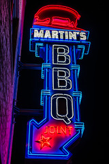 What's not to love here? (sniggie) Tags: martinsbbqjoint nashville tennessee barbecue citylights neonsign nightlights sign signage bbq barbeque