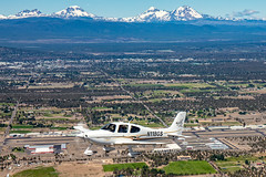 Bend Municipal Airport, OR  USA (Baron von Speed) Tags: airtoair bend c2a cirrus formationclinic kbdn oregon ©baronvonspeed2018 unitedstates us n118gs sr22 airport 3i9a0852edit
