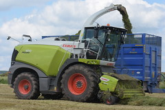 Claas Jaguar 970 Self Propelled Forage Harvester (Shane Casey CK25) Tags: claas jaguar 970 self propelled forage harvester jag spfh traktor traktori trekker tracteur trator ciągnik tractor silage silage18 silage2018 grass grass18 grass2018 winter feed fodder county cork ireland irish farm farmer farming agri agriculture contractor field ground soil earth cows cattle work working horse power horsepower hp pull pulling cut cutting crop lifting machine machinery nikon d7200