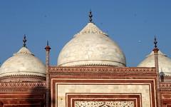 power of three (kexi) Tags: agra india asia uttarpradesh tajmahal mosque 3 three domes red white blue sky birds canon february 2017 architecture