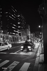 "Japan-2b-025-hiroshima - taxi (david ""Djannis"") Tags: 広島 hiroshima japan 日本 bâtiment architecture lampadaire ville city urban urbanite feutricolore route voiture véhicule monochrome white black blanc noir nippon japon taxi cab nuit night"