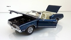 1970 Oldsmobile Cutlass Convertible (JCarnutz) Tags: 124scale diecast danburymint 1970 oldsmobile cutlass