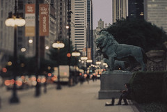 Art Institute of Chicago (Jovan Jimenez) Tags: analog analogue people canon eos elan 7ne tilt shift hasselblad carl zeiss planar 80mm f28 kodak ektachrome 320 expired street grain tiltshift 7s 30v 33v city chicago bokeh carlzeiss streetphotography