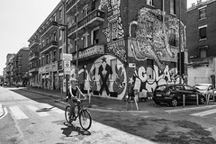Milano - Maggio 2017 (Maurizio Tattoni....) Tags: italy lombardia milano street architettura persone ciclista bn bw blackandwhite biancoenero monocrome leica 21mm strada