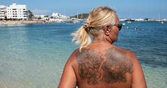 Beach view, tattoo view. . . (CWhatPhotos) Tags: cwhatphotos photographs photograph pics pictures pic picture image images foto fotos photography artistic that have which contain olympus camera holiday holidays hols hol june 2018 ibizan ibiza santaeulariadesriu santa eularia east eastern back tattoo tattooed tattoos ink flowers woman milf sun sea blue waters sky water beach