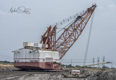 Luminant Marion 8750 (Liberty Mine) (Michael Davis Photography) Tags: luminant texas dragline marion marion8200 mariondragline oakhillmine oakhill texasmine coal coalmine surfacemine stripmine excavator bucket machine giantmachine earthmover sky grass boat locomotive marion8750 8750 libertymine