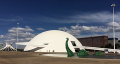 Green-eyed monster . . . (ericrstoner) Tags: museunacional nationalmuseum brasília distritofederal worldcup2018 worldcup copadomundo oscarniemeyer niemeyer nessie recycledplastic