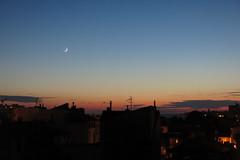 La luna creciente (Micheo) Tags: melancolía nostalgia marsella marseille mazargues cruasán luna moon creciente croissants atardecer dusk anochecer crepusculo crescentmoon siluetas silhouettes