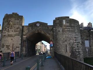 3445 Caernarfon town walls entrance gate