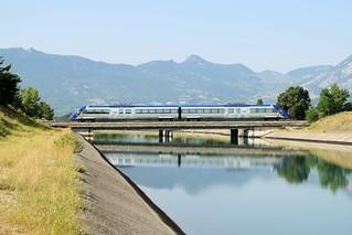 X TER sur le canal de Sisteron