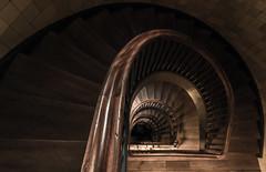 Let Go (michael_hamburg69) Tags: hamburg germany deutschland hansestadt mönckebergstrasse21 hulbehaus büroundgeschäftshaus 1910–1911 stairs treppe wendeltreppe treppenhaus photowalk photowalkmitkatrin
