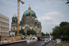 """La cathédrale de Berlin (""""Berliner Dom"""") et la Spree (philippeguillot21) Tags: cathédrale berlin allemagne capitale europe rivière spree bateau pixelistes canon"""