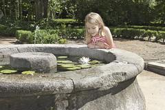 Carlota (@edu.valero (Instagram)) Tags: carlota retrato portrait realjardinbotánico jardinbotanico jardin garden botanico niña girl baby babe rubia blonde guapa pretty ngc