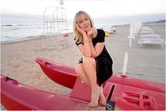 Enchanting (Steve Lundqvist) Tags: woman donna ragazza sea beach spiaggia portrait beauty ritratto italy italia adriatic grooming groomed posh classy fashion moda sand leica q dress sunglasses cielo boat