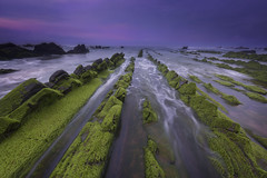 Spring has arrived (Rafael Díez) Tags: españa paisvasco vizcaya barrika rocas agua mar atardecer sunset nubes movimiento filtro rafaeldíez paisaje