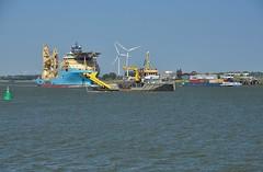 Terra Plana en Maersk Involver (Hugo Sluimer) Tags: portofrotterdam port haven nlrtm onzehaven rotterdam zuidholland holland nederland