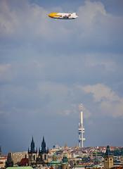 Zeppelin sobre Praga / Zeppelin above Prague (SBA73) Tags: praga prague praha prag czechrepublic czechia českárepublika tschechien 布拉格 プラハ zeppelin zeppelinnt dirigible fly flying float floating caterpillar wow surprise vehicle transport propaganda ad advertising interesting inusual sky staremesto zizkov tv tvtower above