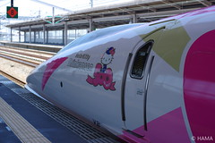 JR West - Hello Kitty Shinkansen - 5 (HAMA-ANNEX) Tags: carlzeisscosinaplanart14zk50mm k1ii jr西日本 jrwest shinkansen hellokittyshinkansen hellokitty ハローキティ新幹線 ハローキティ 500series 500 500系