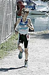 Running strong (Cavabienmerci) Tags: triathlon triathlete triathletes spiezathlon spiez 2018 switzerland suisse schweiz kid child children boy boys run race runner runners lauf laufen läufer course à pied sport sports running