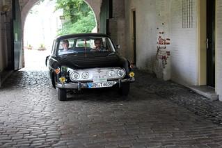 Tatra 603 entering the courtyard