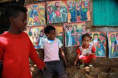 Vente d'icônes à Bahar dar - Ethiopie (jmboyer) Tags: eth0340 lalibela timkat fêtedetimkat canon voyage travel afrique africa lonely gettyimages nationalgeographie tourism lonelyplanet canoneos ©jmboyer photo géo 6d yahoo flickr ethiopie etiopia eos afriquedelest eastafrica imagesgoogle googleimage impressedbeauty nationalgeographic viajes photogéo photoflickr photosgoogleearth photosflickr photosyahoo canonfrance picture photography ethiopia etiopija portrait visage face googlephotos googleimages retrato canon6d photos photoyahoo ኢትዮጵያ አፍሪቃ äthiopien