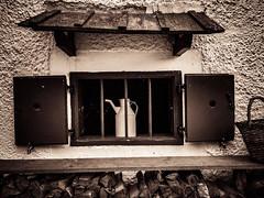 window with milk churn (genelabo) Tags: alpenvereinshaus kaisertal kufstein austria östereich wilder zahmer kaiser hinterbärenbad antonkarghaus sepai hut alpen alps window fenster old alt milchkanne milkchurn