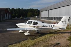 N53297 Cirrus SR.22 G2 @ Groningen - Eelde 27-Jun-2018 by Johan Hetebrij (Balloony Dutchman) Tags: cirrus groningen eelde airport aircraft ehgg 2018 n53297 sr22 g2