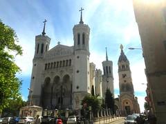 Lyon L007. (Joanbrebo) Tags: eglise iglesia esglesia church arquitectura buildings edificios edificis iphone365 iphonex france lyon notredamedefourvière
