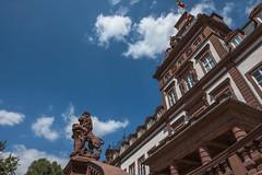 Schloss Philippsruhe (hobbit68) Tags: wolken sky himmel clouds schloss löwe statue blau gebäude old fenster windows säulen fujifilm xt2 sommer sunshine