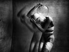 Il pesce rosso (www.facebook.com/LucianoCortiPhotography) Tags: arte donna blackandwhite scuro ragazza vestito velo erotico corpo drammatico emotivo nero b w luciano corti lucianocorti tofallinlove mistero mannequin ill infortunato