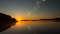 Sunrise over Tjele Langsø, Denmark (blokkadeleider) Tags: danmark denmark dänemark denemarken jylland jutland vammen camping zeltplatz campsite tjele langsø tjelelangsø sun zon sonne sunrise sonnenaufgang zonsopkomst see meer lake mirror spiegel reflectie reflection reflektion