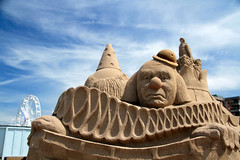 Forced perspective (John (Thank you for >2 million views)) Tags: flickrfriday forcedperspective sandsculptures seaside clown emotion westonsupermare somerset southwestengland 7dwf free theme