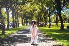 可愛的小小背影 (M.K. Design) Tags: taiwan children baby girl portrait hdr tree green bubble family life travel picnic nikon sigma 50mm f14 bokeh primelens mkdesign ncnu university school 台灣 埔里 國立暨南大學 家庭 親子 野餐 小孩 兒童 泡泡 綠 自然 人像 寫真 尼康 適馬 定焦鏡 大光圈 淺景深 散景 生活 旅行