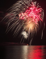 Canada 151 (Gavin Edmondstone) Tags: fireworks pyrotechnics canadaday bronte oakville ontario canada lakeontario cans2s
