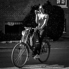 Amsterdam, Prinsengracht (Bart van Dijk (...)) Tags: dailylife cityofamsterdam mensenindestad peopleinthecity squareformat cityarchivesamsterdam zw monochroom citylife bw urban straatfotografie stad dagelijksleven mobile peopleinthestreets stadamsterdam straatnamenenstadsplekken vrouw vierkantformaat bicycle blackwhite calling 11format stadsarchief fiets stadsleven stadsarchiefamsterdam menseninamsterdam zwartwit city lady dame bellen cyclist girl mobiel monochrome vrouwen bartvandijk woman mensenopstraat phone peopleinamsterdam fietser streetphotography amsterdam breeblebox