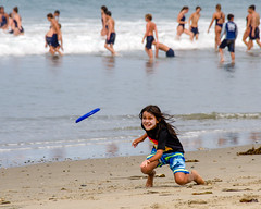 Frizbee Fenzy (Kevin MG) Tags: zuma beach frizbee boy throwing young youth kids child childhood cute funny action activity water ocean sand surf
