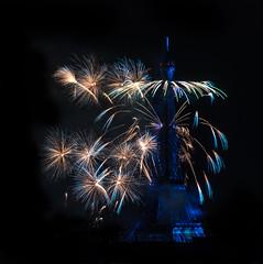 """Bleu"" de rigueur !! (Janick Lanier) Tags: bleu blue toureiffel eiffeltower paris feudartifice fireworks janicklanier 14juillet2018 bastilleday2018"