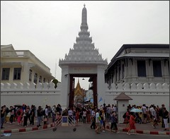 Bangkok Grand Palace Gate 20180128_113920 DSCN1962 (CanadaGood) Tags: asia seasia asean thailand thai ราชอาณาจักรไทย bangkok krungthep palace temple wall building architecture canadagood 2018 thisdecade color colour