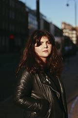 Lucia (TheJennire) Tags: photography fotografia foto photo canon camera camara colours colores cores light luz young tumblr indie teen adolescentcontent london england uk europe 2018 winter cold morninglight morning darkhair bangs fashion leatherjacket naturallight sunlight trip 50mm